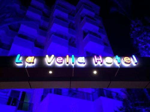 La Vella Hotel transfer