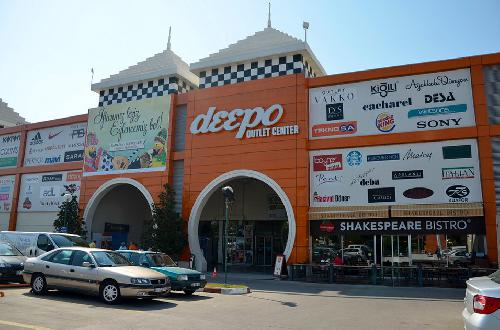 Shopping Deepo Outlet Center tour